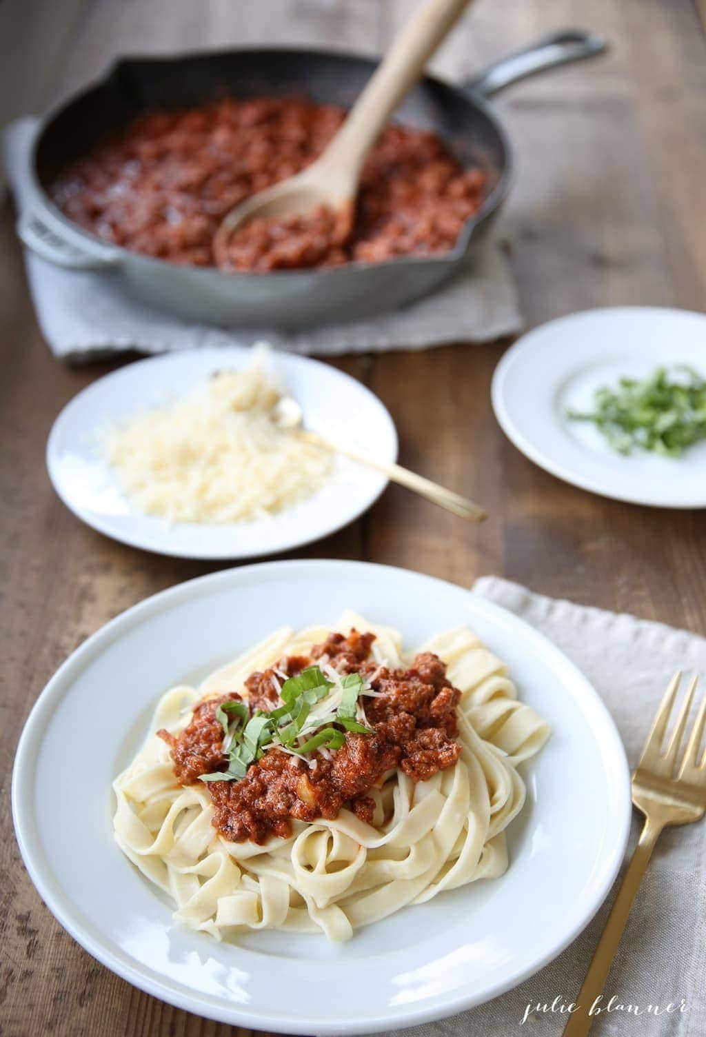 Easy homemade bolognese sauce - an easy must try recipe!