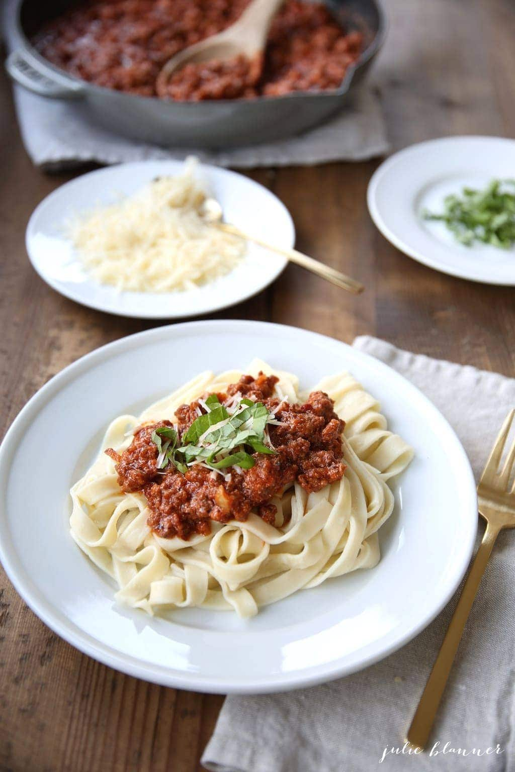 Must try pasta bolognese recipe! So easy & SO much flavor!