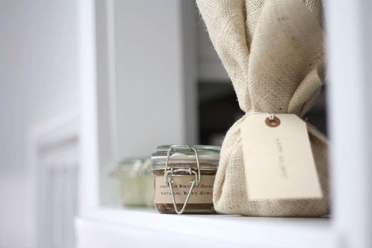 Easy homemade sugar scrub recipe - all natural Vanilla Brown Sugar Scrub with free printable labels.