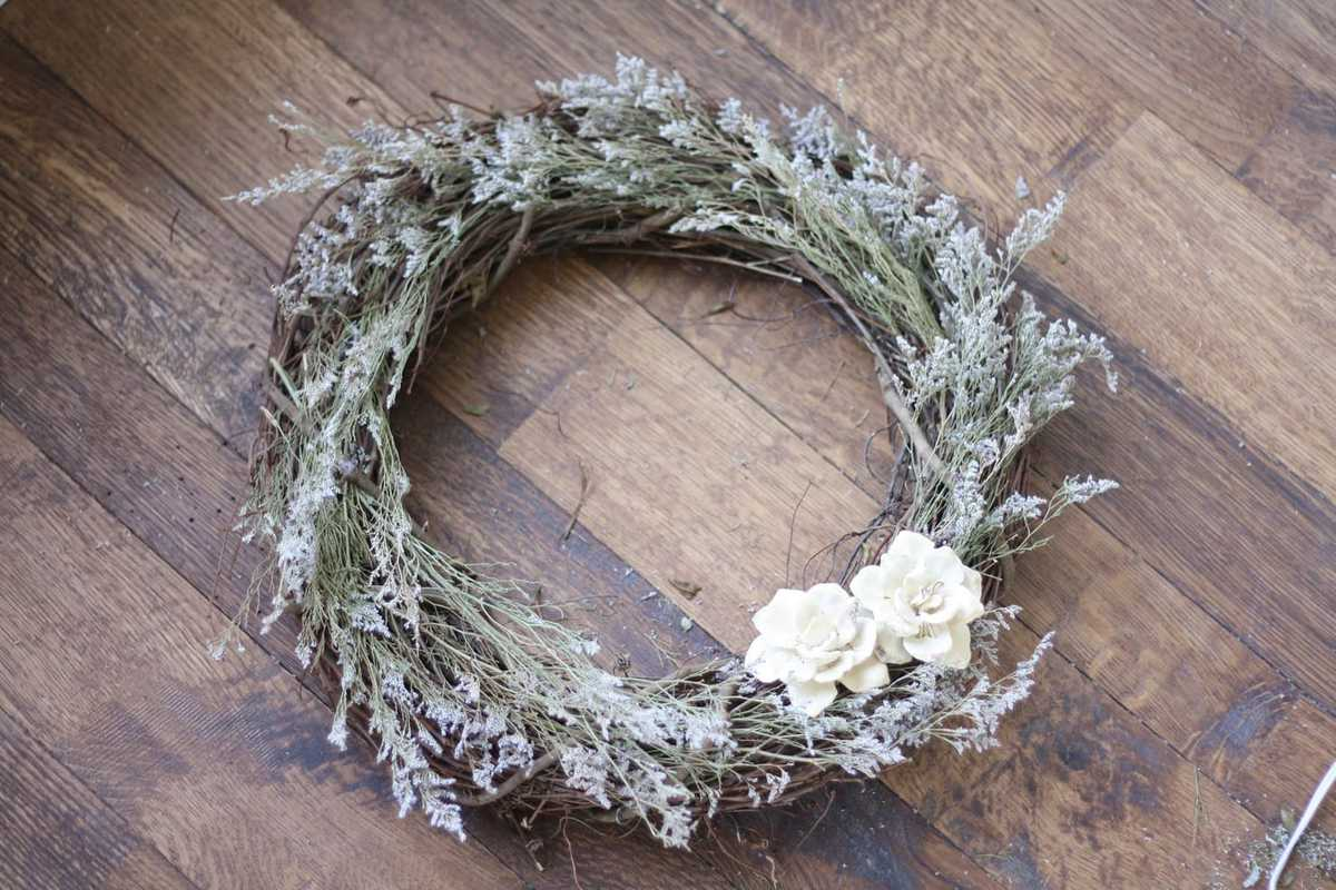DIY Dried Flower Wreath | The Prettiest Fall Wreaths Made From Dried Flowers