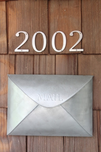A mailbox and housenumbers