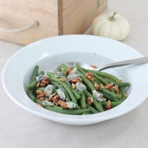 Gorgonzola green beans served in a white bowl