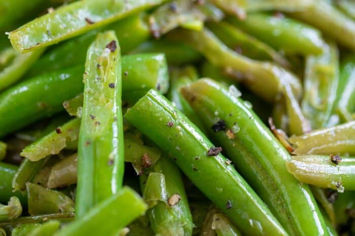 Close up of green beans covered in seasoning.
