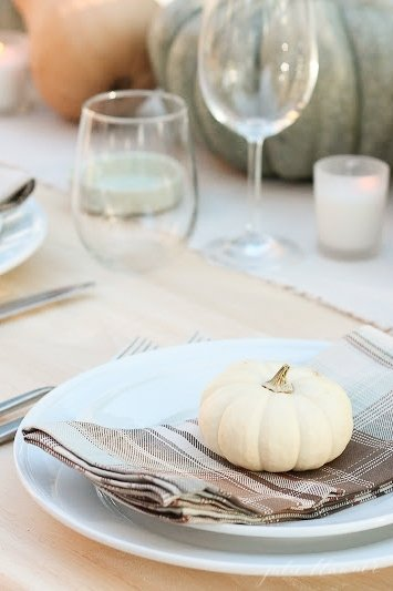 Easy 10 minute Thanksgiving table ideas