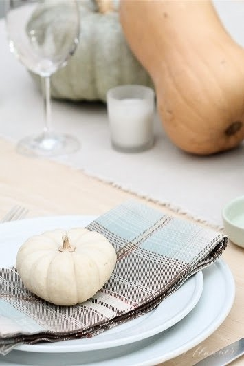 Easy 10 minute fall table setting