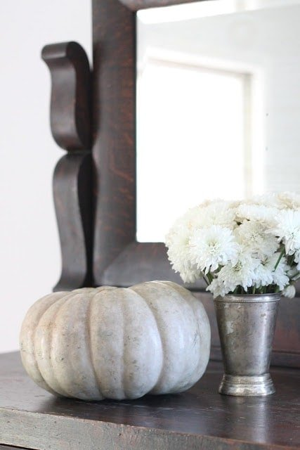 Fall decor for a beautiful thanksgiving table