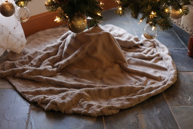 no sew Christmas tree skirt in 5 minutes