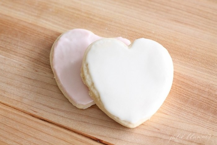 tips for icing sugar cookies with yummy buttercream icing