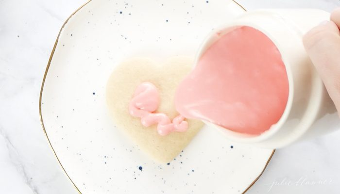 how to ice simple sugar cookies with cookie frosting
