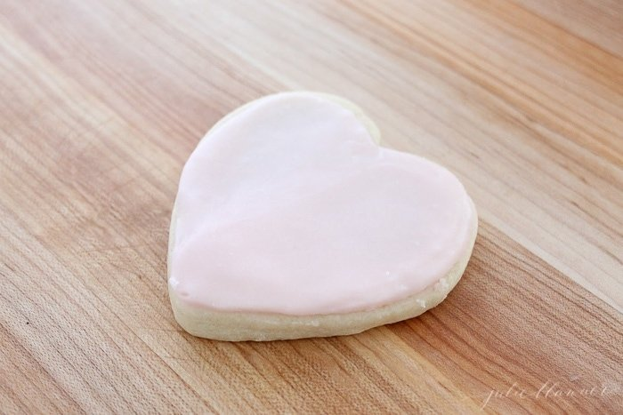 the easy way to ice sugar cookies with buttercream icing