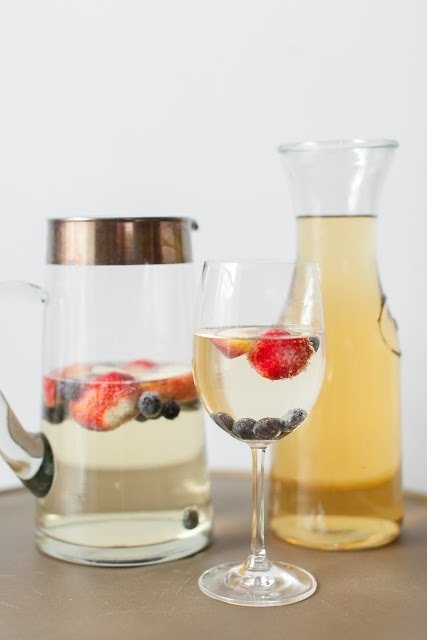 brunch signature cocktail - an easy to sip on sparkling sangria aka peach champagne spiked punch