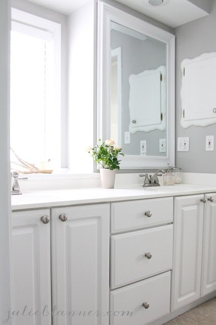 A new white and gray bathroom