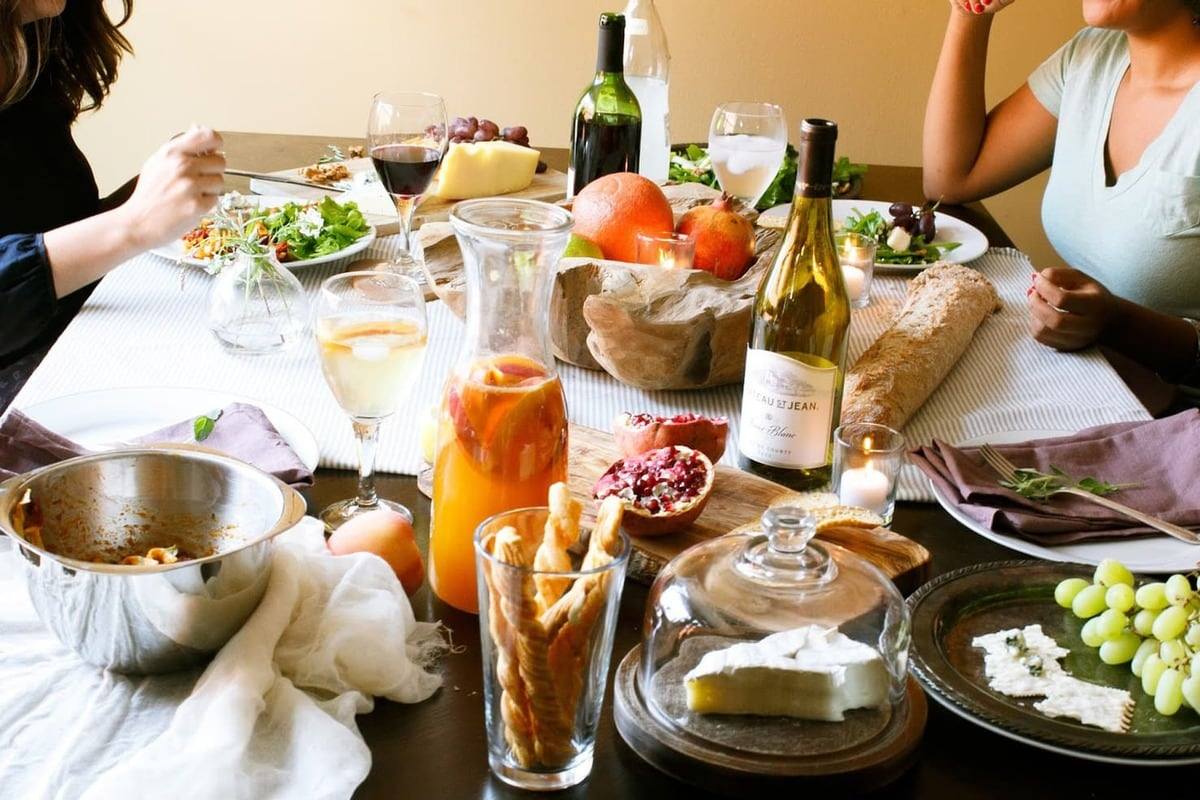 How to Host a Housewarming Party
