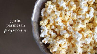 easy garlic parmesan popcorn {gluten free}