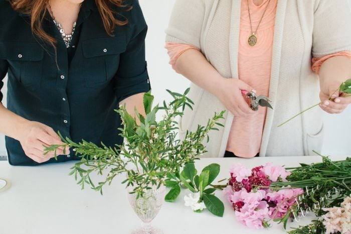 learn how to arrange flowers from entertaining expert Julie Blanner & floral designer Erin Volante at www.julieblanner.com