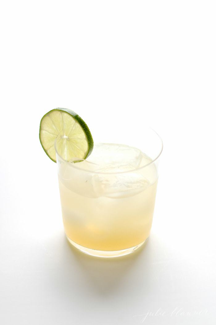 skinny margarita with lime wedge