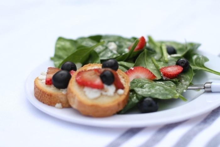 Salada vermelha, branca e azul