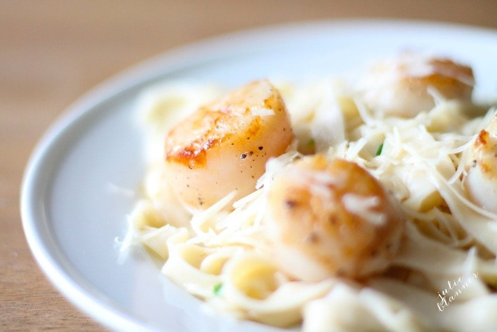 aglio e olio with scallops on top