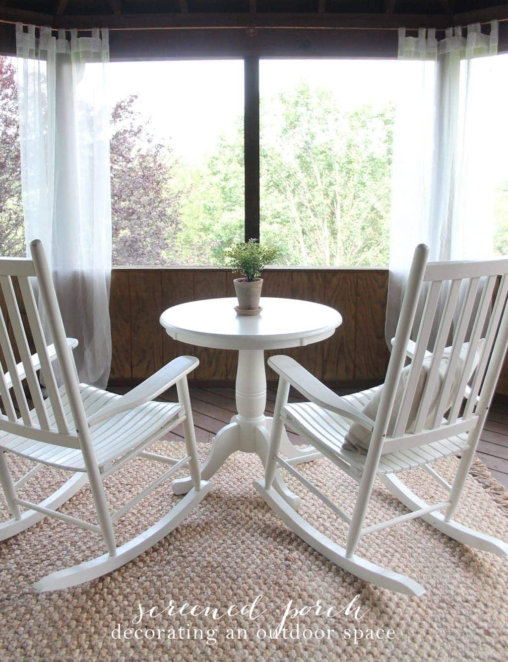 Screened porch - learn how to decorate an outdoor space