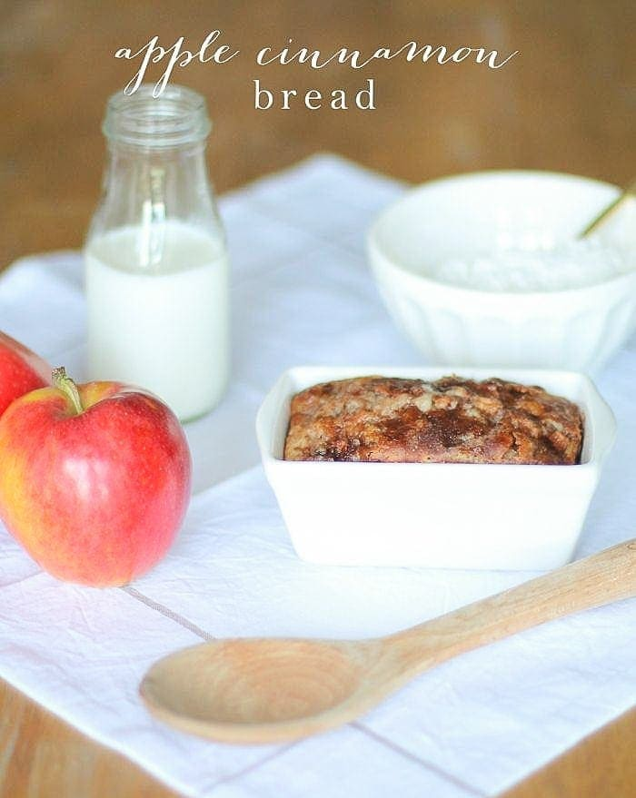 Easy Apple Cinnamon Bread | a no fuss, no yeast bread recipe great for gifting & indulging. A fall favorite!