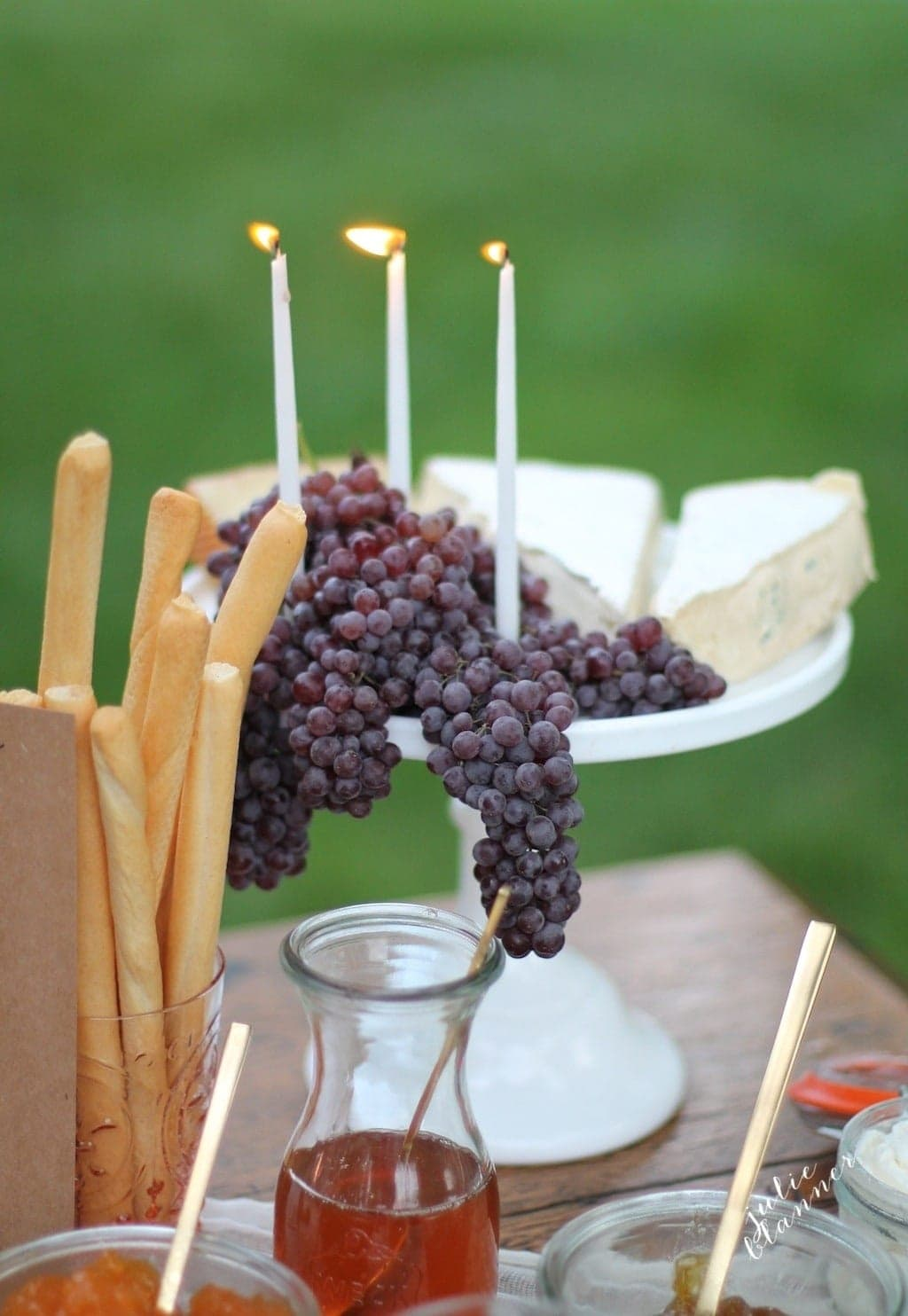 Using a cake platter, cheese & grapes become a gorgeous centerpiece