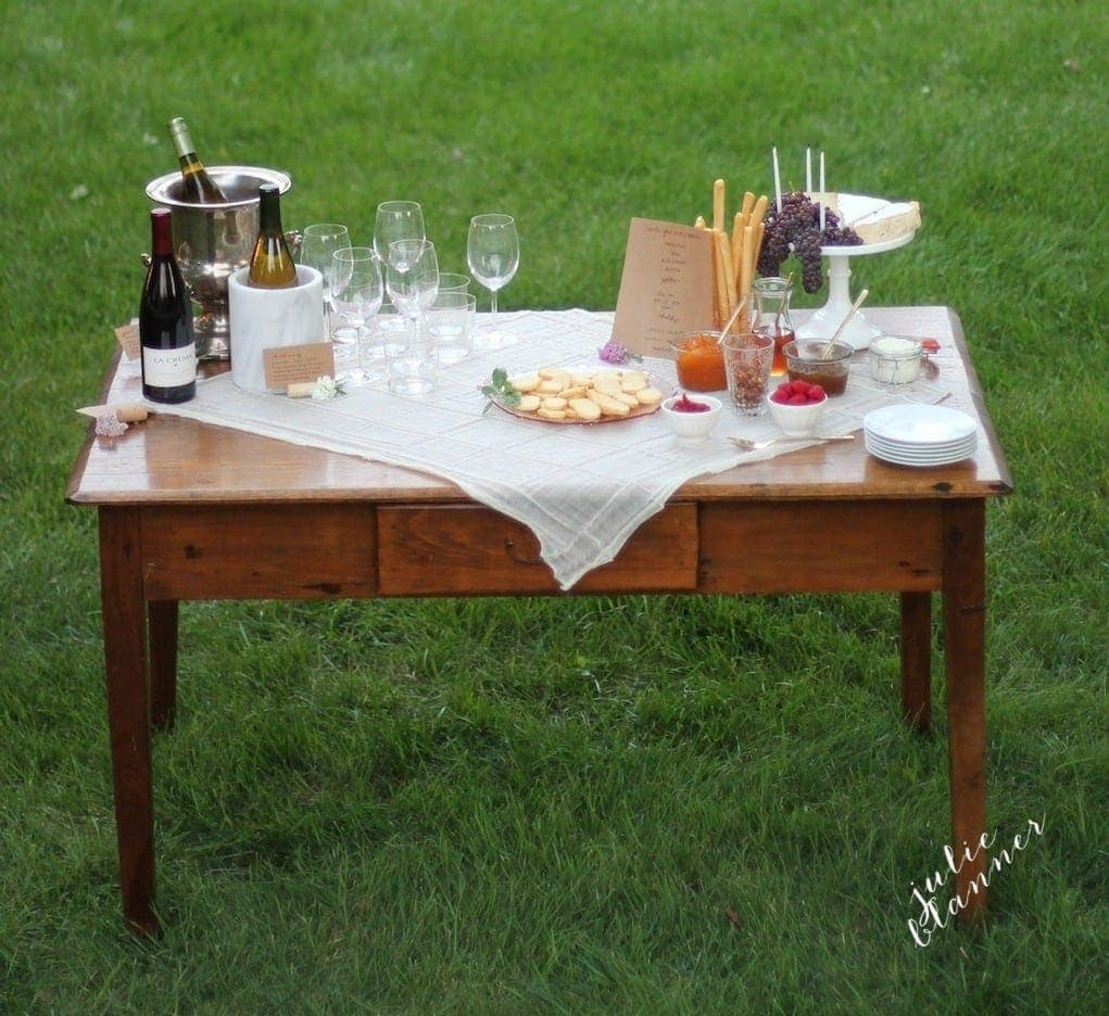 Easy entertaining ideas - host a party in your own front yard with these effortless ideas