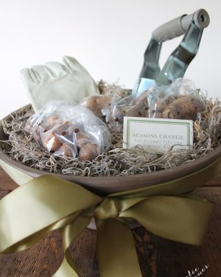Put a beautiful gardening gift basket together in minutes! Free printable gift card.