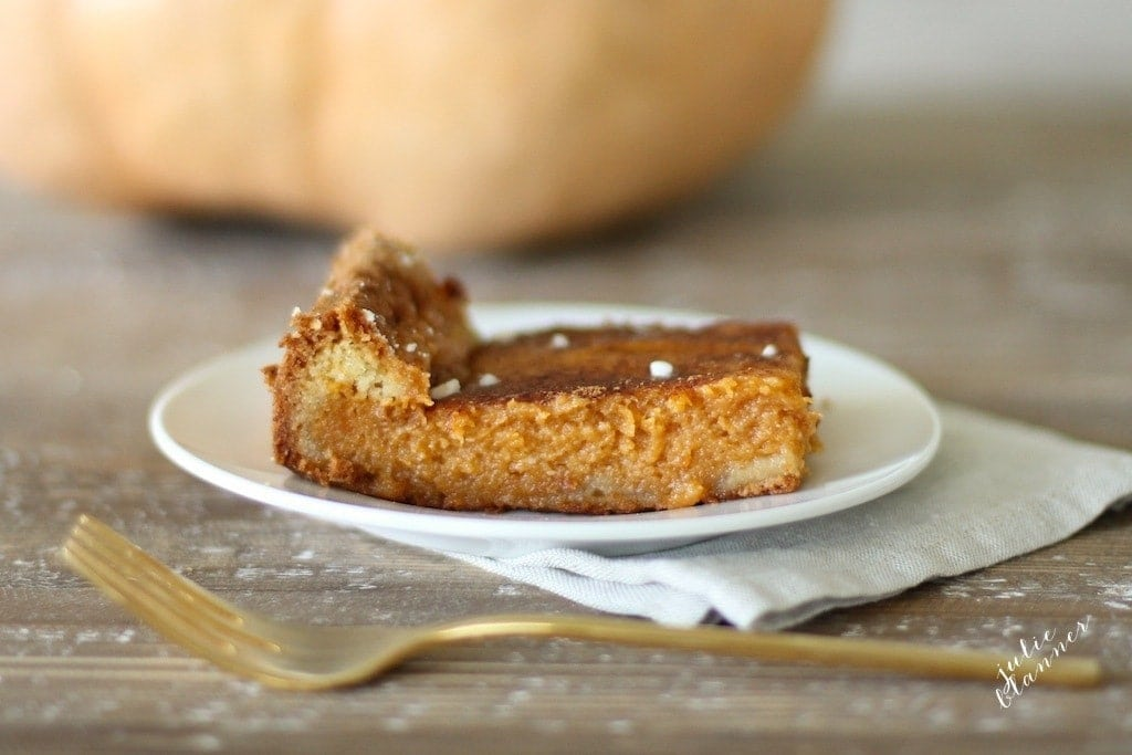 Step aside, pumpkin pie! Pumpkin Gooey Butter Cake is a 10 minute fall favorite dessert!