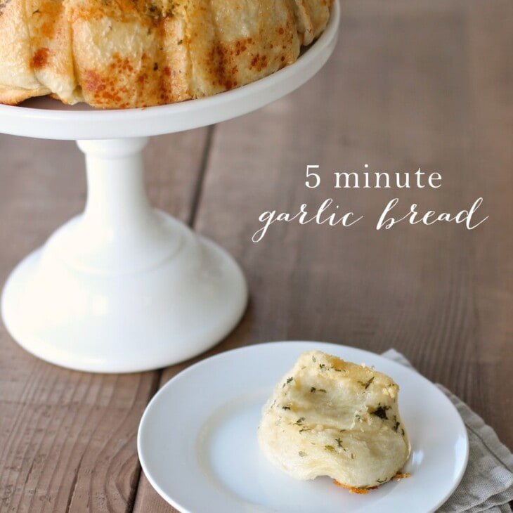 Easy 5 Minute Garlic Bread - the best dinner roll recipe