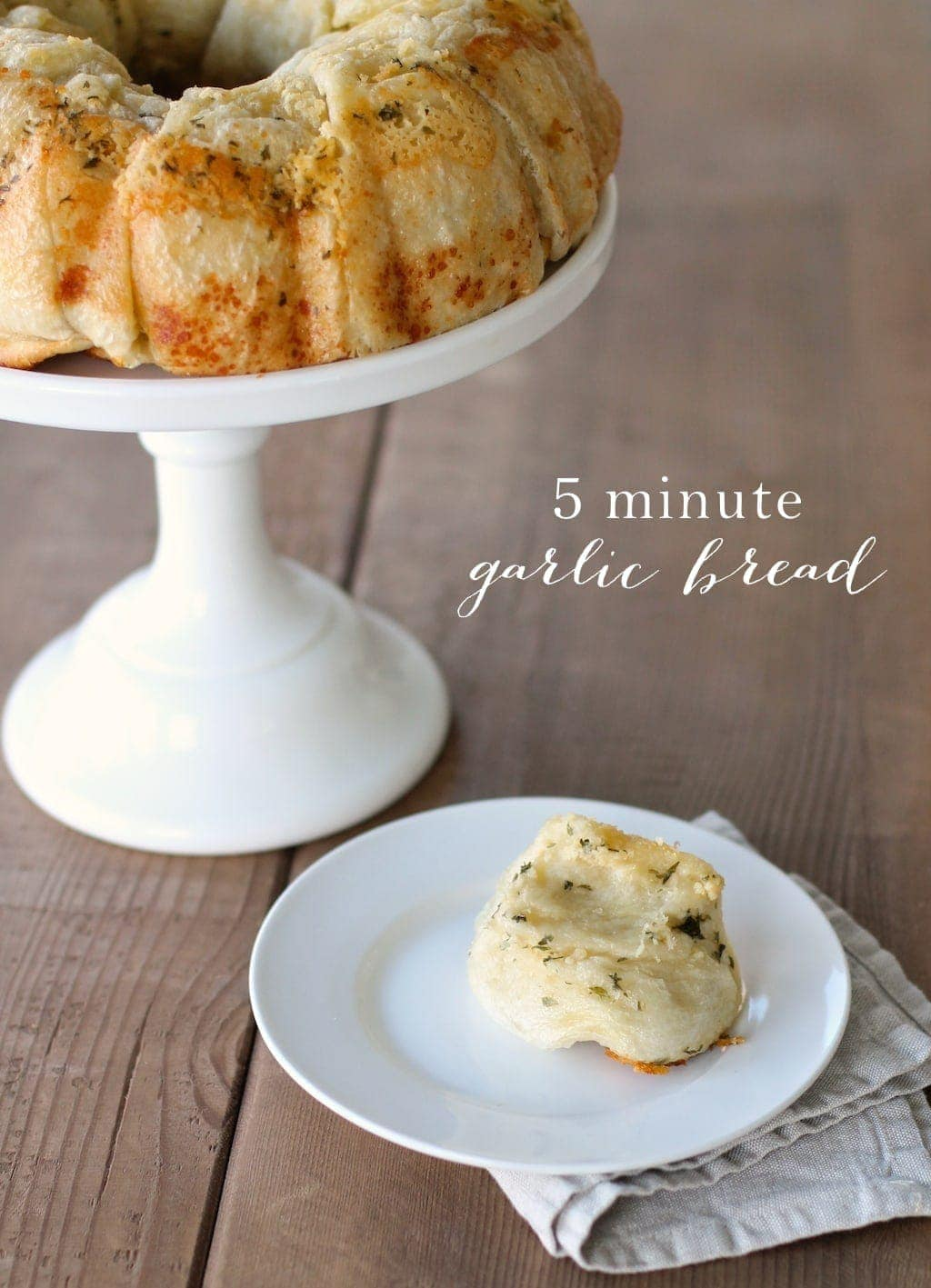 Easy 5 Minute Garlic Bread - the best dinner roll recipe