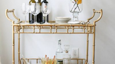 How to style a bar cart - the simple tips & tricks to great styling, while keeping it functional for entertaining!