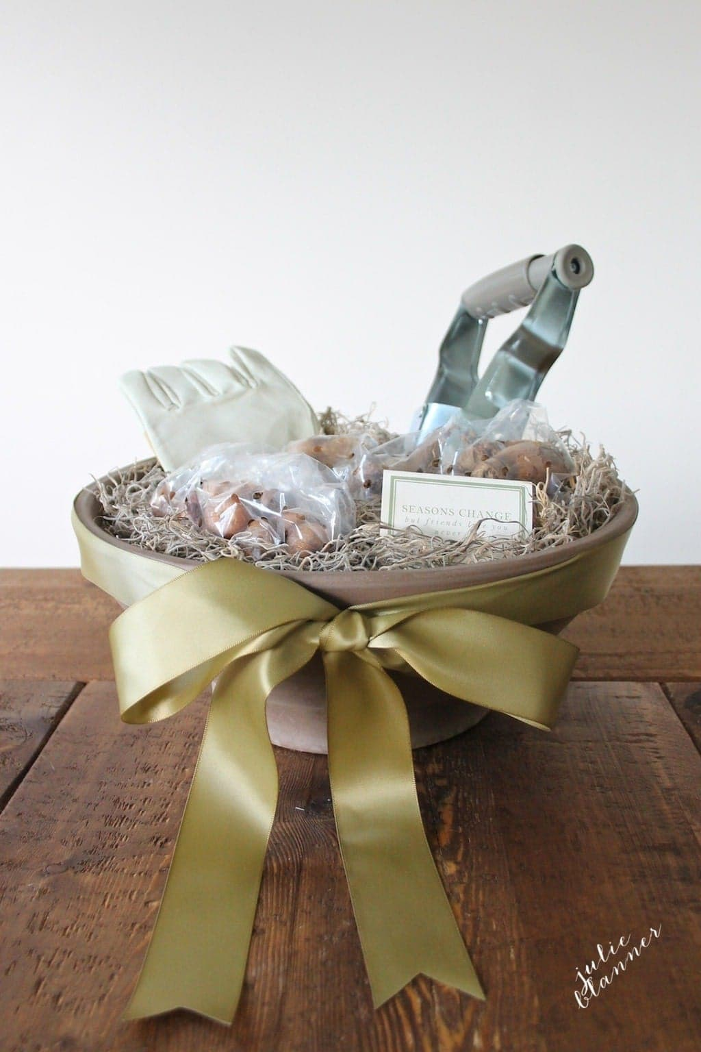 Christmas Gifts in a Basket Ideas - gardening gift basket