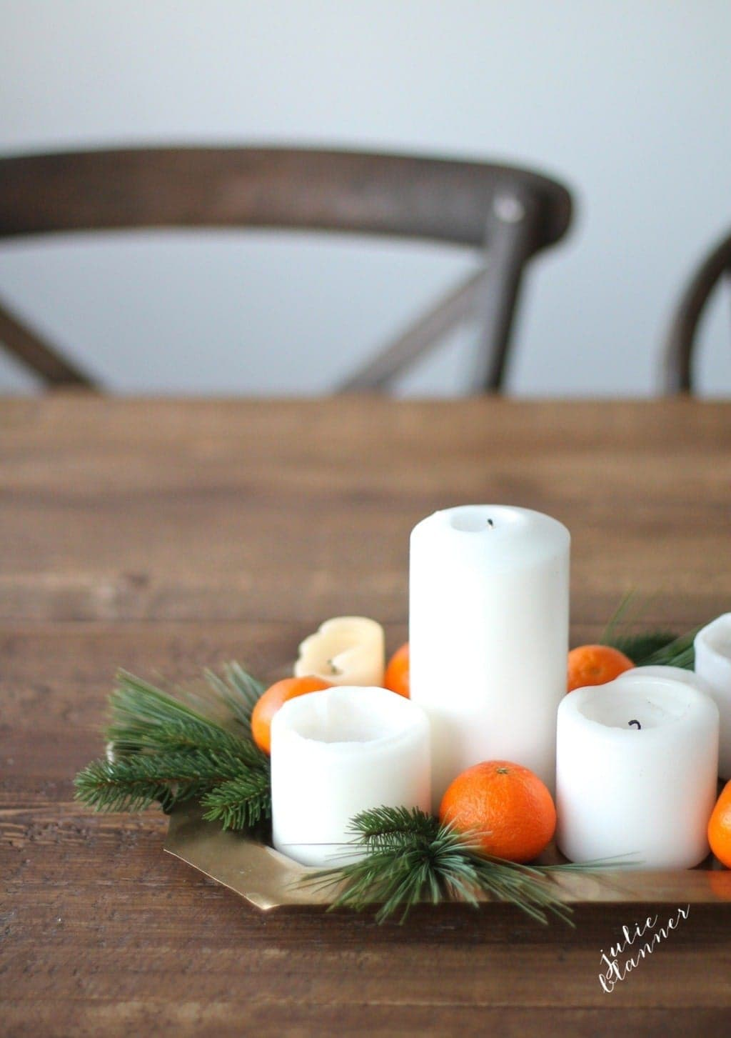 DIY Christmas table setting - get the recipe for this simple centerpiece!