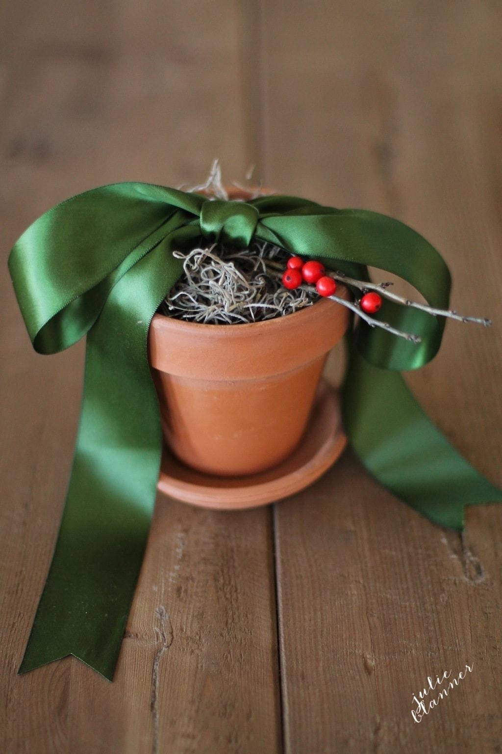 Beautiful hostess gift idea she'll enjoy through January!
