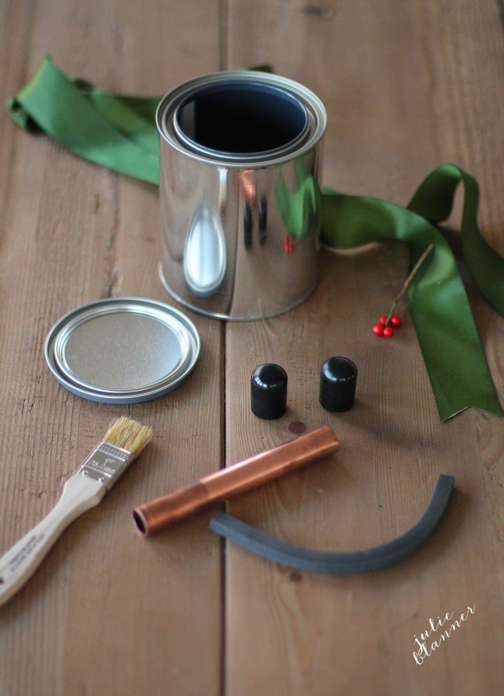 Easy, fun & inexpensive gift for kids - a snowman in a can!