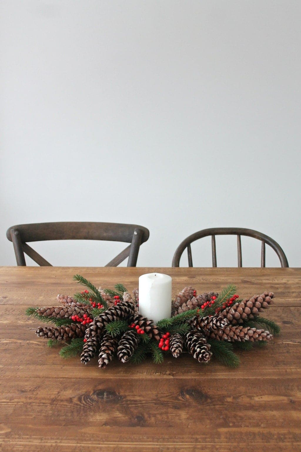 Beautiful Christmas table setting & easy DIY centerpiece