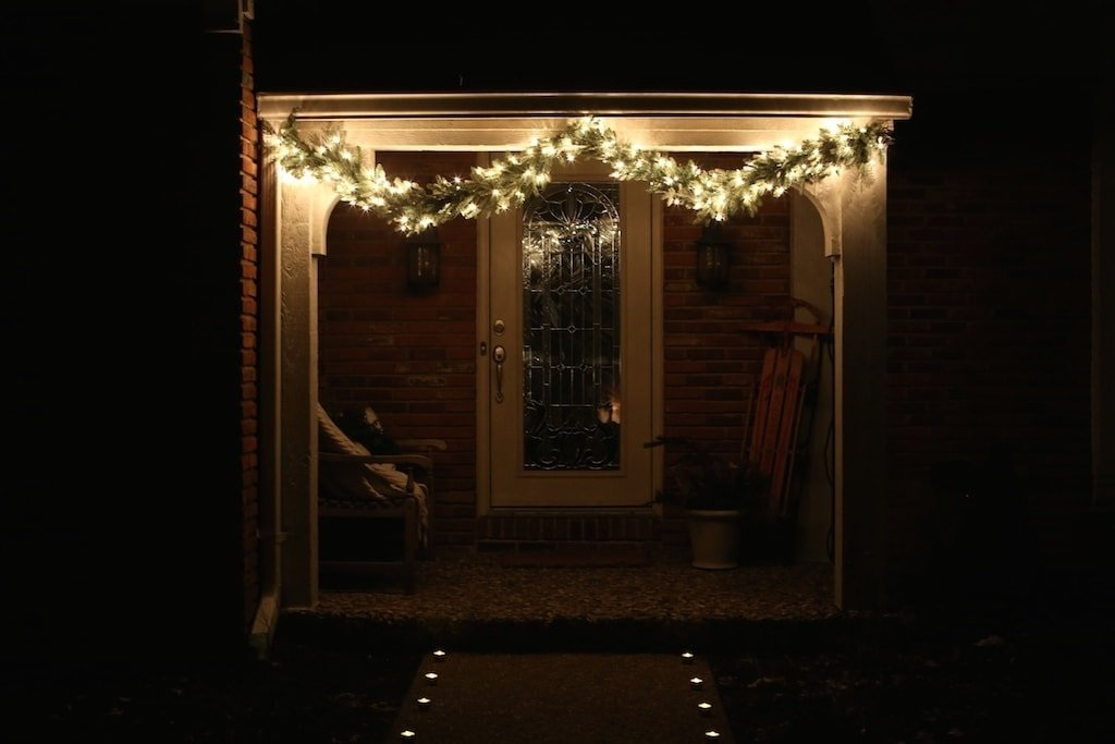 Simple & beautiful Christmas garland & candlelit walkway