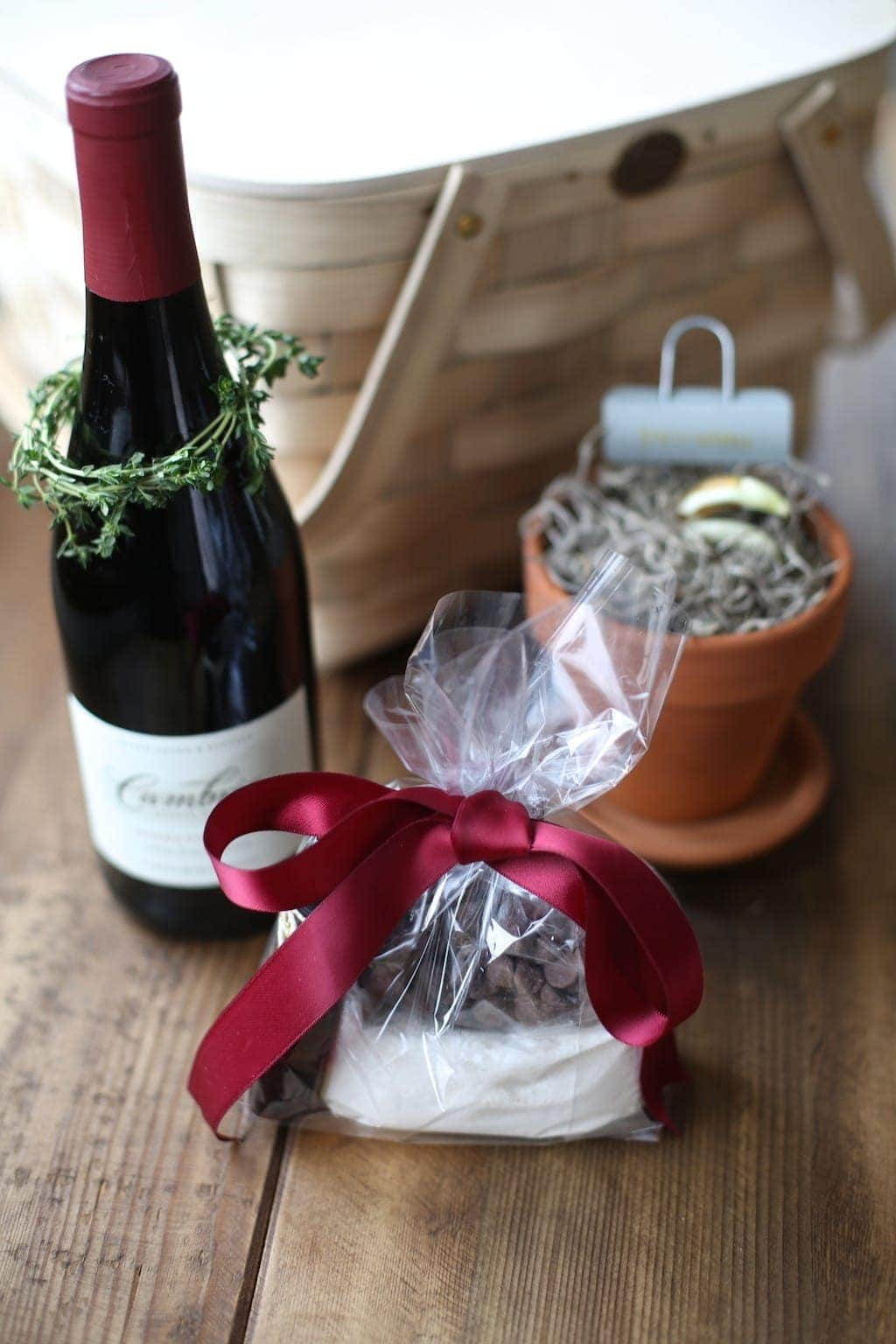 Peppermint Molten Lava Cake mix gift with free printable instructions for easy gifting!
