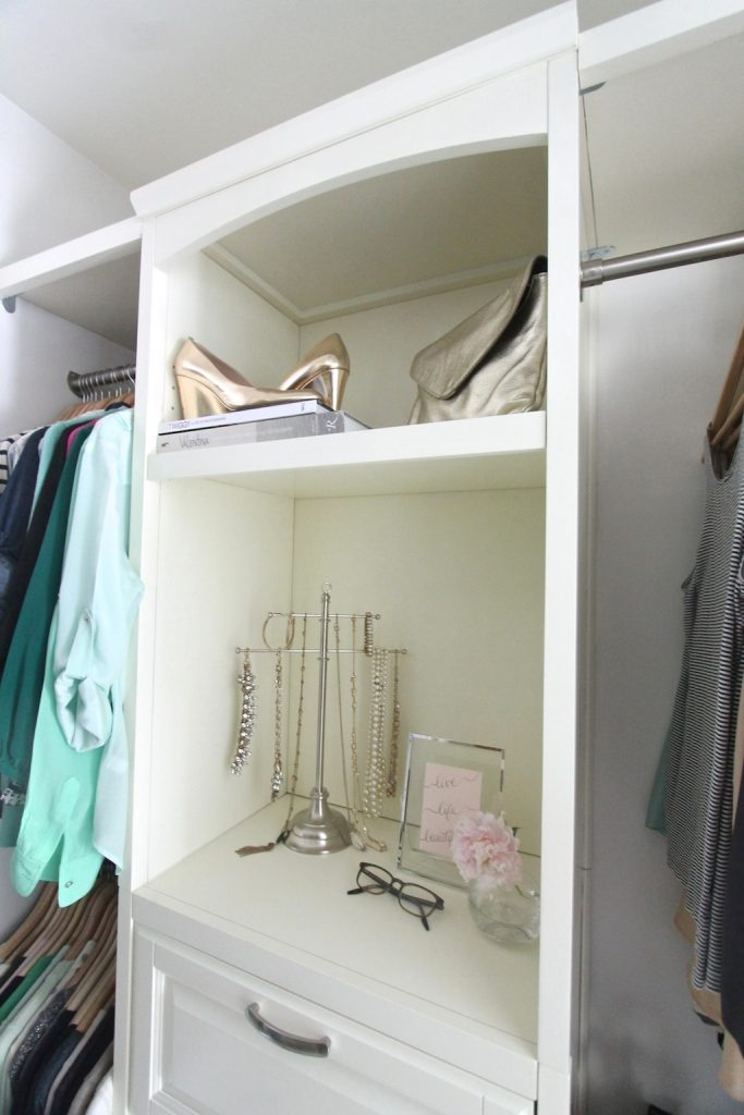 Tips & tricks for organizing your closet