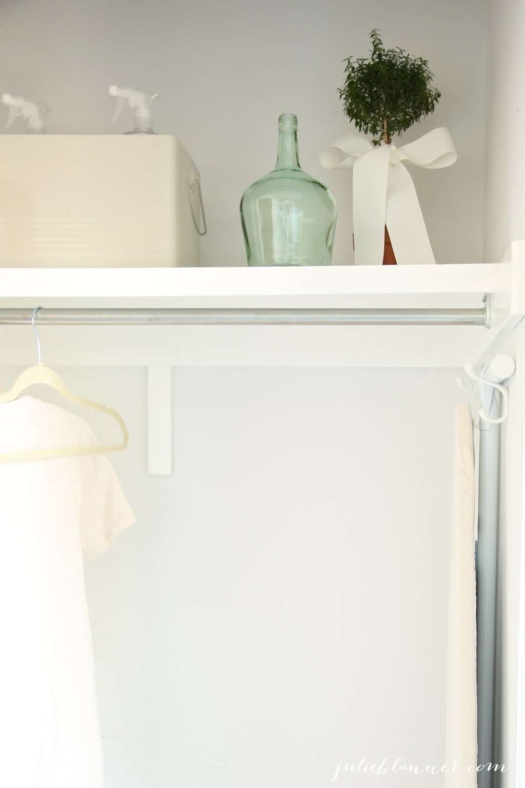 Pretty decor ideas for the laundry room