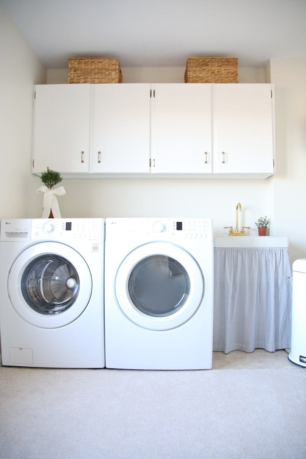 Add function & storage to your laundry room with these laundry room decor ideas!