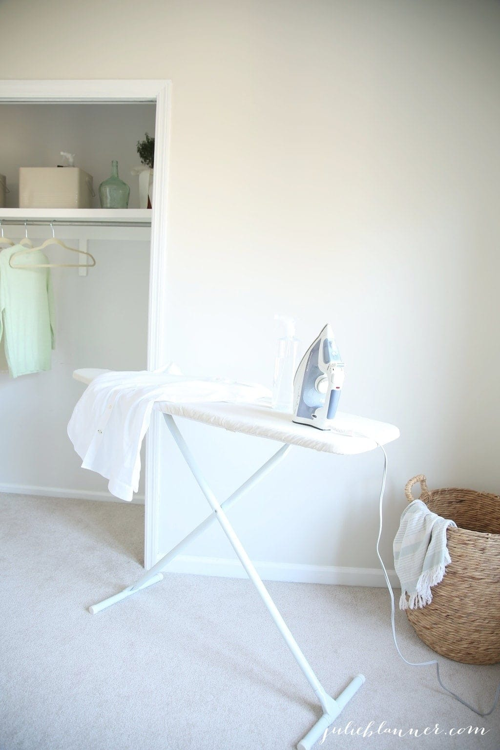 A gorgeous laundry room makeover - simple & beautiful laundry room ideas