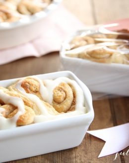 Beautiful Valentine's Day gift - heart shaped cinnamon rolls!