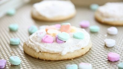 Get the must have melt in your mouth amazing sugar cookie buttercream icing recipe!