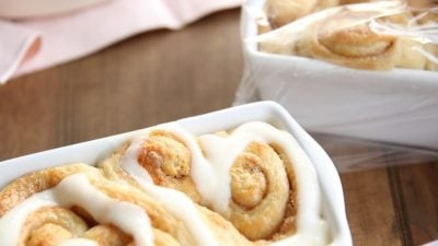 Beautiful hostess gift idea - heart shaped cinnamon rolls for an effortless breakfast the morning after