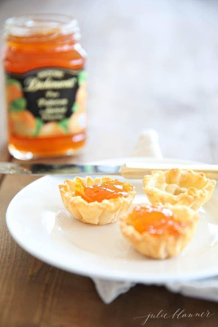 Brie & Preserves appetizers topped with apricot jam