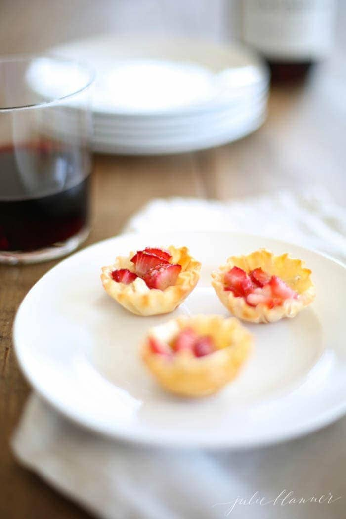Strawberry Brie Bites - a deliciously easy appetizer recipe