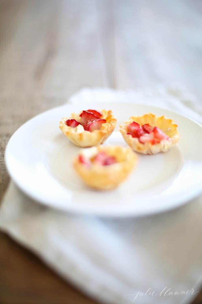 Easy appetizer for Easter - Strawberry Brie Bites