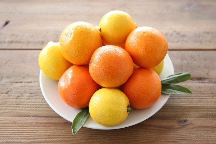 Step by step instructions for creating a beautiful spring or summer citrus centerpiece