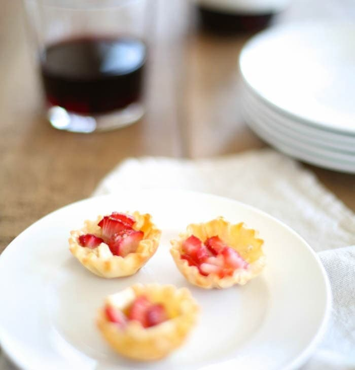 Easy Strawberry Brie appetizer that takes just 5 minutes to make!